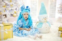 Mädchen in den Weihnachtskostümen für Lizenzfreie Stockfotos