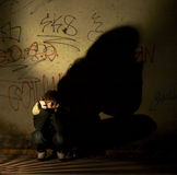 Mädchen in der Dunkelheit Stockfotos