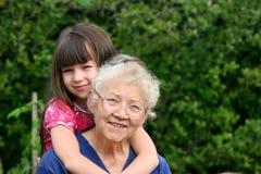 Mädchen der Großmutter Lizenzfreie Stockfotos