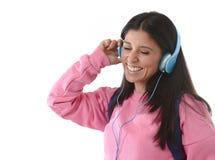 Mädchen der jungen Frau oder des Studenten mit Handy hörend auf Musikkopfhörer singend und tanzend Stockbilder