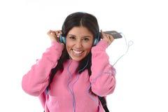 Mädchen der jungen Frau oder des Studenten mit Handy hörend auf Musikkopfhörer singend und tanzend Lizenzfreie Stockbilder