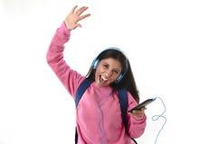 Mädchen der jungen Frau oder des Studenten mit Handy hörend auf Musikkopfhörer singend und tanzend Lizenzfreie Stockfotos