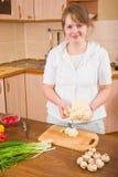 Mädchen in der Küche Stockfotografie