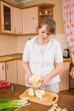 Mädchen in der Küche Lizenzfreies Stockbild