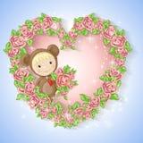 Mädchen in der Klage eines Teddybären mit einer Rose Lizenzfreie Stockfotos