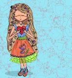 Mädchen in der Liebe mit Herzen von der nahtlosen Hand des Gekritzels gezeichnet Lizenzfreie Stockfotos