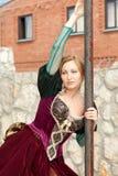 Mädchen in der mittelalterlichen Kleideraufstellung Lizenzfreies Stockbild