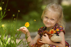 Mädchen an der Natur Lizenzfreies Stockbild