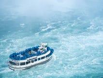 Mädchen der Nebel Niagara- Fallsnahaufnahme Lizenzfreie Stockfotos