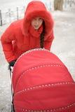 Mädchen in der roten Haube stockbild