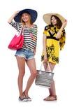 Mädchen in der Sommerkleidung mit den Taschen lokalisiert auf Lizenzfreie Stockfotos