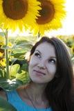 Mädchen in der Sonnenblume Lizenzfreies Stockbild