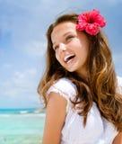 Mädchen in der tropischen Rücksortierung lizenzfreie stockbilder