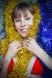 Mädchen in der Weihnachtskleidung Stockfoto