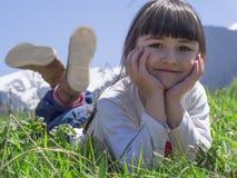 Mädchen in der Wiese Lizenzfreie Stockfotografie