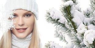 Mädchen in der Winterkleidung Stockfoto