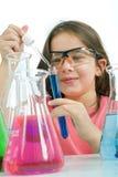 Mädchen in der Wissenschaftskategorie Lizenzfreie Stockfotos