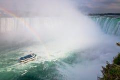 Mädchen des Nebels bei Niagara Falls Lizenzfreies Stockbild