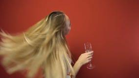 Mädchen des neuen Jahres stock video