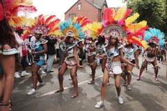 Mädchen, die in den Leeds-Karneval tanzen Lizenzfreies Stockbild