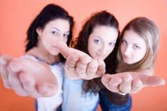 Mädchen, die Hände zeigen Lizenzfreies Stockfoto