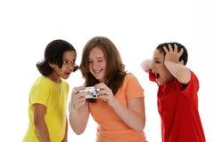 Mädchen, die Kamera betrachten stockfotos