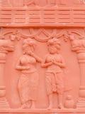 Mädchen, die Statue beten Stockfoto