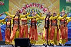 Mädchen, die in traditionelle Behandlung bei Sabantuy tanzen Lizenzfreies Stockfoto
