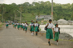 Mädchen, die zur Schule gehen Stockfoto
