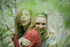 Mädchen draußen lizenzfreie stockfotografie