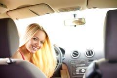 Mädchen in einem Auto Lizenzfreies Stockfoto