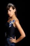 Mädchen in einem blauen Abendkleid und mit einem Diadem Stockfoto