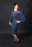 Mädchen in einem blauen Kleid Stockbild