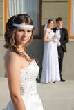 Mädchen in einem Hochzeitskleid Stockfotografie