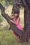 Mädchen in einem rosafarbenen Kleid Lizenzfreie Stockfotos