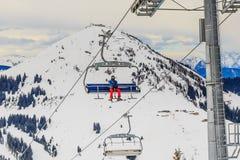 Mädchen in einem roten Hut Skiort Brixen im Thalef Berg-Hohe-Salbe tyro Lizenzfreie Stockfotografie