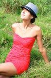Mädchen in einem roten Kleid Stockbilder