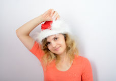 Mädchen in einem roten Sankt-Hut Stockfotos