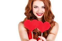 Mädchen in einem Valentinstag mit einem Herzen auf einem Stock Stockbilder