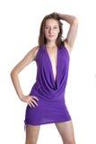 Mädchen in einem violetten Kleid Stockfoto
