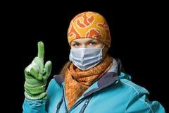 Mädchen in einer gegen Grippe zu schützen Schablone, sich Stockbild
