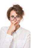 Mädchen in einer weißen Bluse steht auf einem weißen Hintergrund, Gesten, Gefühle auf ihrem Gesicht Stockfotos