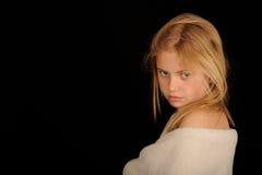 Mädchen eingewickelt im Tuch Stockfoto