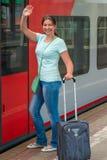Mädchen erhält im Zug Lizenzfreie Stockbilder