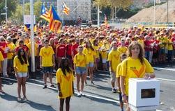 Mädchen an fordernder Unabhängigkeit der Sammlung für Katalonien Stockfotos
