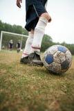 Mädchen Fußball oder Fußball Stockbild