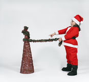 Mädchen gekleidet als Weihnachtsmann mit Weihnachten Stockfotografie