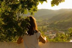 Mädchen genießen Natur Stockfoto