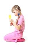 Mädchen geschnitten mit Scheren stockfoto