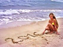 Mädchen geschrieben in Sand 2016 Lizenzfreie Stockfotos